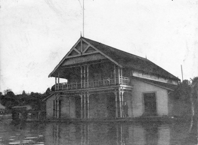 exterior-of-vancouver-rowing-club-at-the-foot-of-thurlow-street-1900
